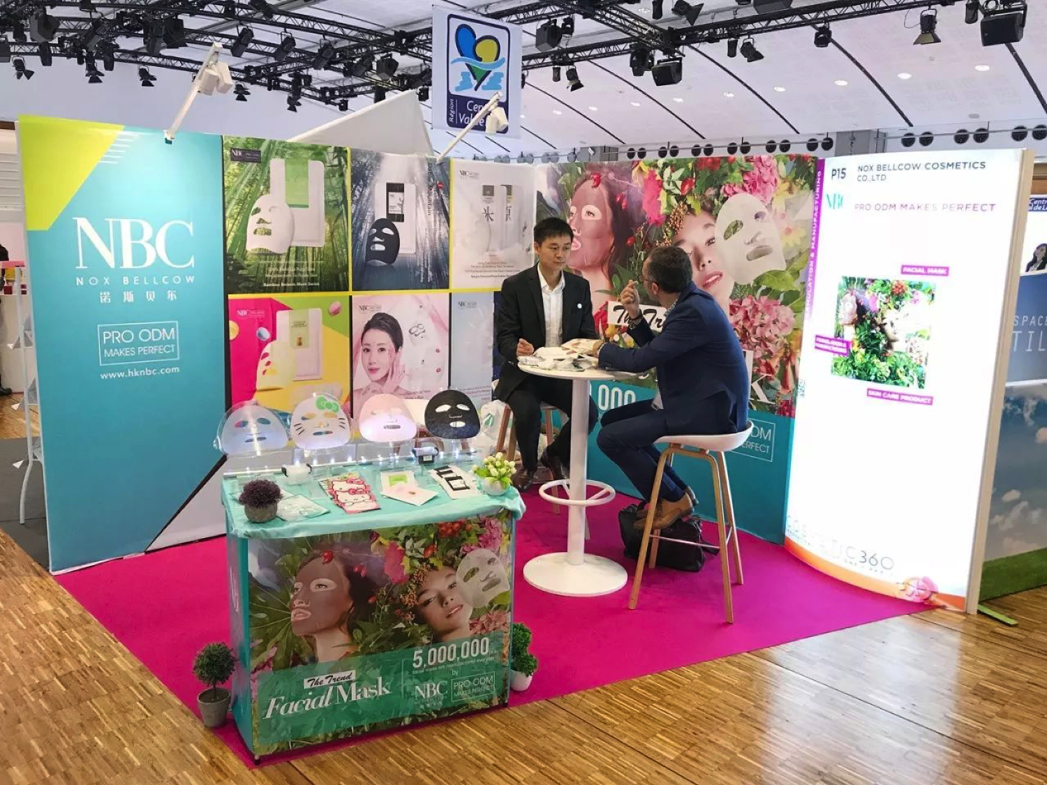 Nox Bellcow'S P15 Booth at Cosmetic360